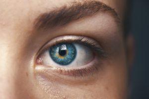 EMDR cos'è e come funziona, occhio di donna azzurro